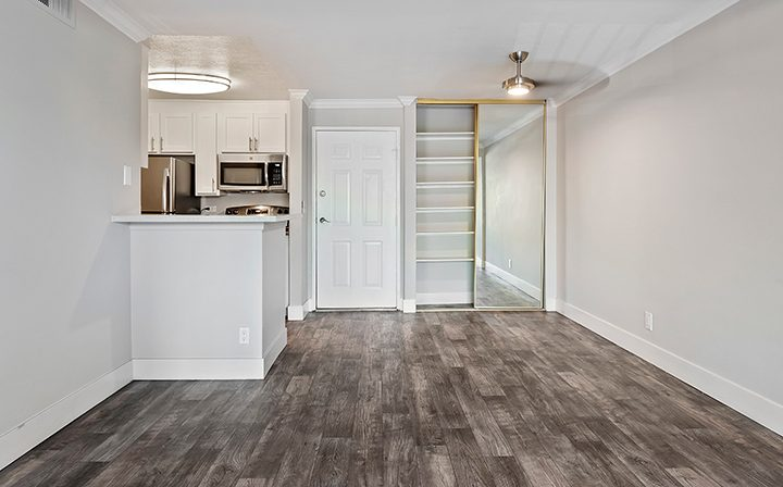 Unfurnished living room and kitchen at Woodland Hills apartments community Alura