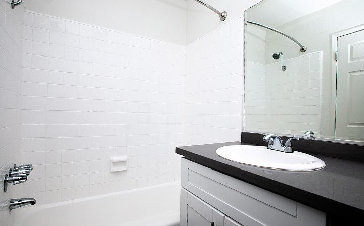 White shower/bathtub combo at the Pacific Ocean community, Santa Monica apartments