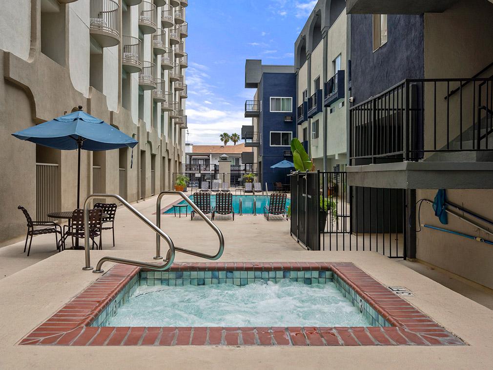 Hot tub spa at the Bay on 6th community, apartments in Santa Monica