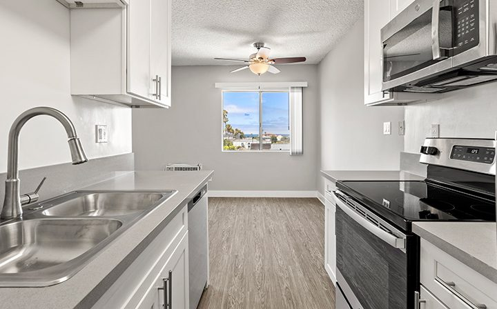 Sunny kitchen with light tones in 1x1 unit at the Bay on 6th community, apartments in Santa Monica