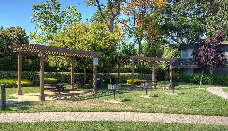 Mountain View Apartments for Rent - Highland Gardens | Decron