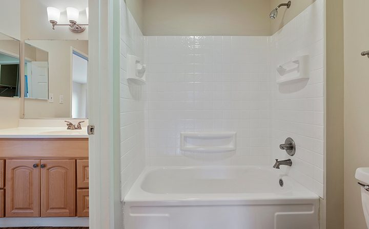 Bathtub/shower combo at Mountain View apartments community Highland Gardens