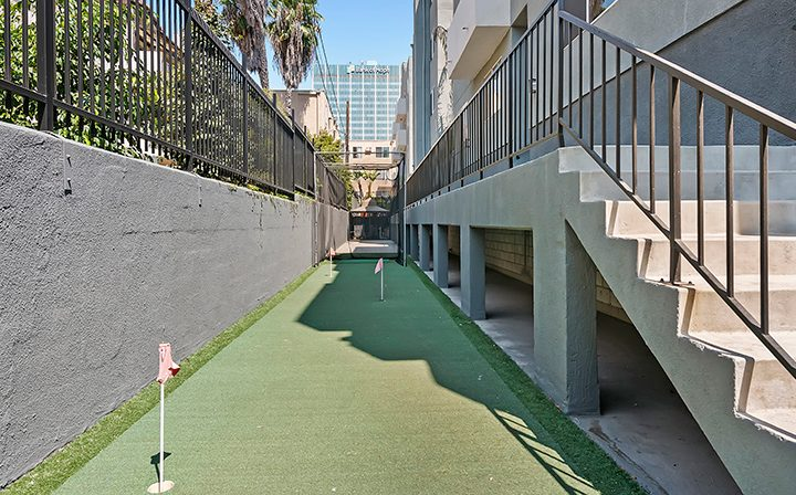 Outdoor putting green area at the Koreatown apartments community Kingsley Drive in Los Angeles
