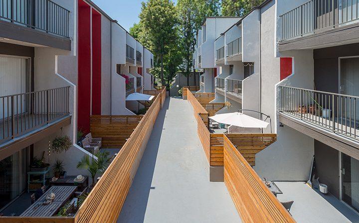 Exterior courtyard path at the Atwater Village apartments community Los Feliz Village in Los Angeles