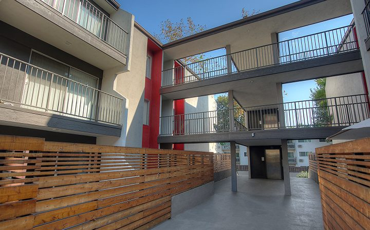 Courtyard and walkways at the Atwater Village apartments community Los Feliz Village in Los Angeles