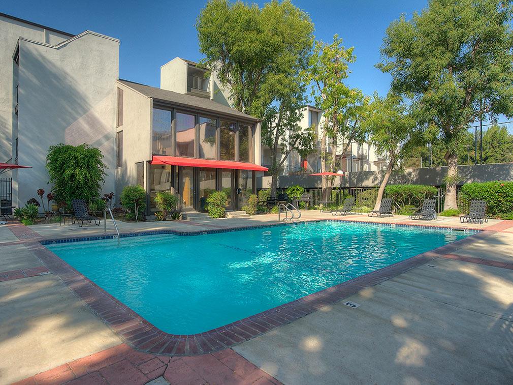 Los Feliz Apartments Featured Amenities - Pool