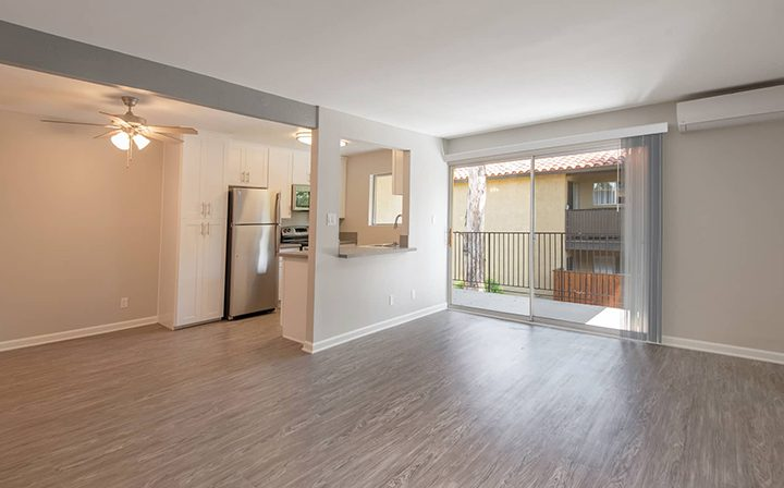 Wood floors and kitchen/living room combo at the Thousand Oaks apartments community Los Robles
