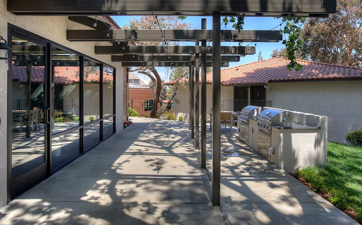 Shaded BBQ area under trellis at Los Robles, apartments in Thousand Oaks