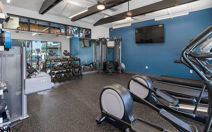 Fitness center with machines at the Thousand Oaks apartments community Los Robles