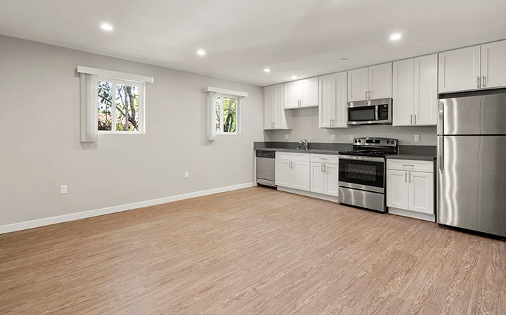Unfurnished kitchen/living room in studio at the Thousand Oaks apartments community Los Robles