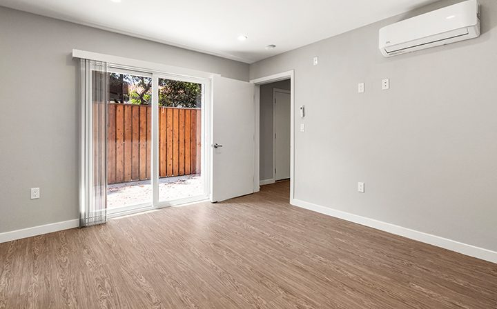 Unfurnished room with patio exit in studio at the Thousand Oaks apartments community Los Robles