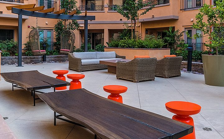 Picnic tables and orange tables at outdoor BBQ area in Playa del Rey apartment Playa del Oro