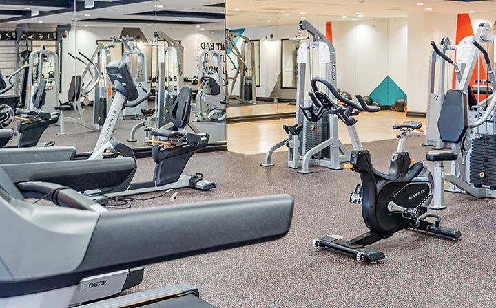Mirrored wall and fitness machines at Playa del Rey apartment community Playa del Oro's gym