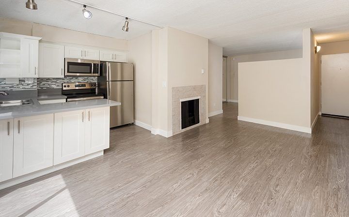 Unfurnished apartment with fireplace at Playa Pacifica, Playa del Rey apartments in Los Angeles