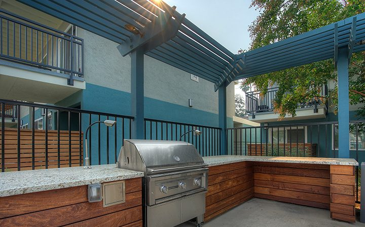 BBQ grill and outdoor area at the Reserve at Walnut Creeks apartments