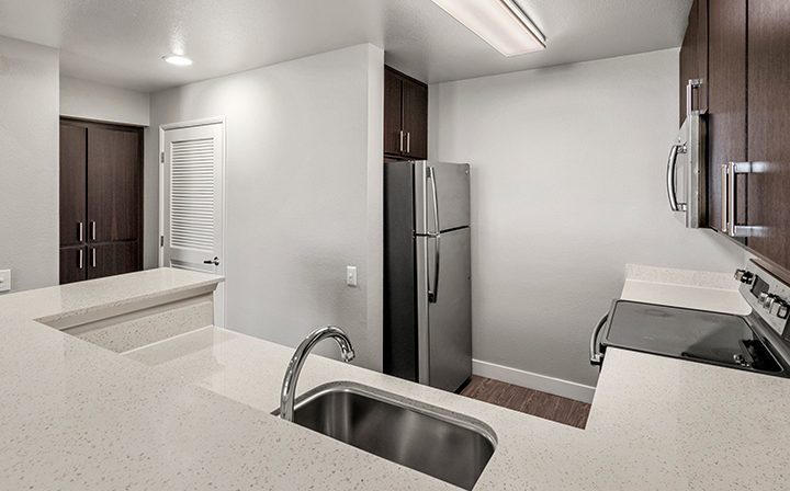 White kitchen with brown trim in the 1x1 Emery floor plan at the Bridge at Emeryville apartments