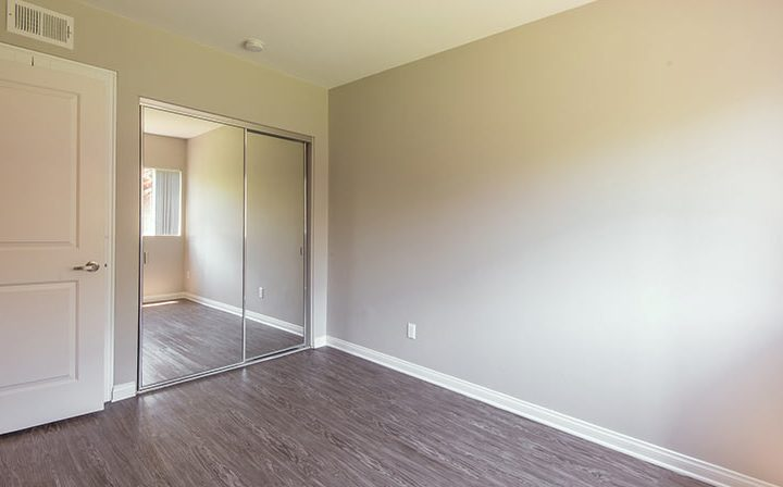 The Retreat at Thousand Oaks apartments spacious, sunny bedroom interior with mirrored closet doors