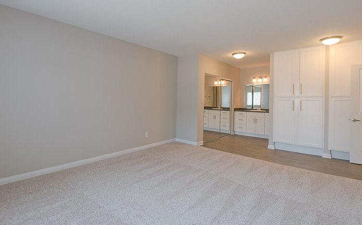 Spacious The Retreat at Thousand Oaks apartment bedroom interior with large bathroom and closet