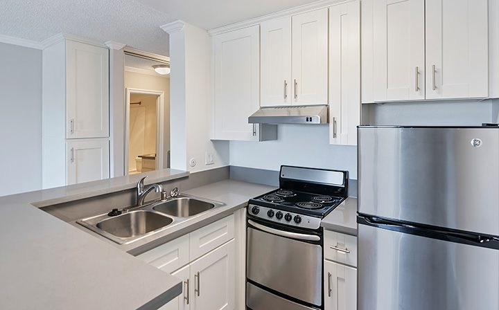 L-shaped breakfast bar and kitchen range at Westside Terrace, apartments in West Los Angeles