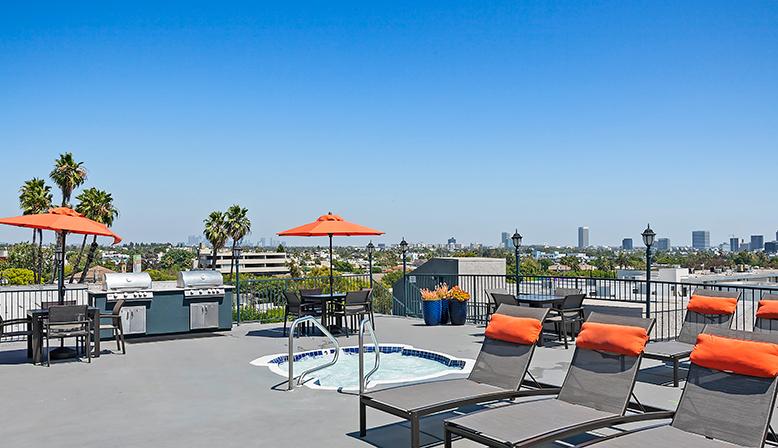 Rooftop spa at West Hollywood apartments Villa Francisca